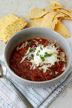 A hearty and flavorful smoky bbq pulled pork chili that is perfect for game days and chilly nights!