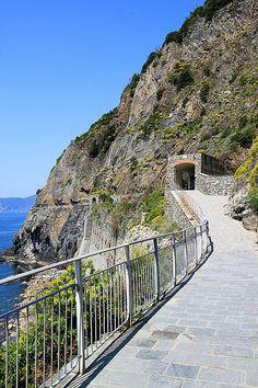 Views along the Via Dell'Amore, Cinque Terre, Italy