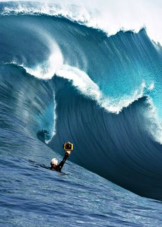 Surfing holidays is a surfing vlog with instructional surf videos, fails and big waves No Wave, Kitesurfing, Sea And Ocean, Ocean Beach, Big Waves, Ocean Waves, Wind Surf, Big Wave Surfing, Water Photography