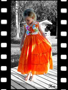 Kaikki yhdest Koo'st: Viikko 22: Äidiltä tyttärelle From mother to doughter, my skirt became her dress.