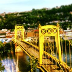 Discover how to take expert photos of Pittsburgh and beyond. Photo by Jennifer Baron. #PittsburghPhotos #Photography #Neighborhoods
