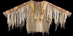 Военная рубаха Сиу, (?) вышивка иглами длина 20 дюймов. Из коллекции Paul Dyck. Вид 1. Bonhams, декабрь 2011.
