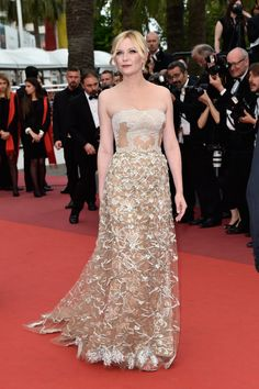 Kirsten Dunst wore a strapless textured gown to the Cannes closing ceremony.                  Image Source:...