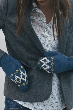 riva mittens by dianna walla / from the sea smoke collection / in quince & co. lark, colors fjord, egret, and carrie's yellow