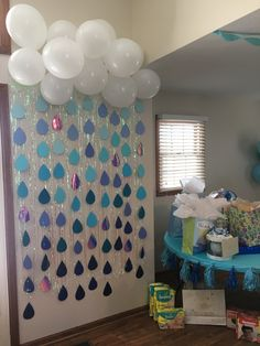 Boy baby shower. Baby shower. Raindrops. Cloud. Balloons. White. Blue. Ombré.