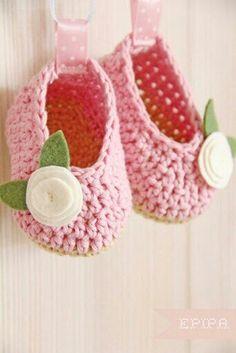 Crochet baby girl booties.