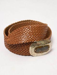 Cinturón Clio - Cinturón ancho trenzado de cuero. Detalle de chapa central  en dorado con df32c74b4a54