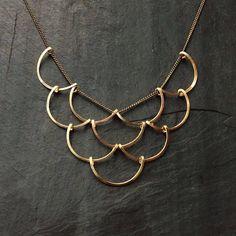 Gouden geometrische schalen ketting lus juwelen crescent