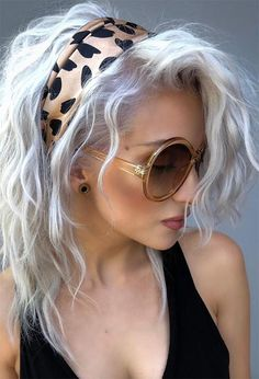 Find 59 examples of platinum blonde hair color shades to rock, as well as the best platinum hair dye kits to achieve the perfect icy hair at home! Short Platinum Blonde Hair, Platinum Hair Color, Blonde Hair With Bangs, White Blonde Hair, Short Grey Hair, Brown Blonde, Blonde Brunette, Platinum Blonde Hairstyles, Icy Blonde
