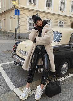 comfortable winter outfits ideas to inspire you - fashionable 8 ~ my.me Source by paigelynnski outfits invierno Winter Fashion Outfits, Fall Winter Outfits, Look Fashion, Autumn Winter Fashion, Womens Fashion, Fashion Black, Winter Clothes, Trendy Fashion, Vintage Fashion