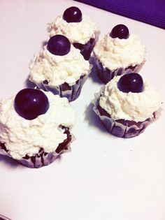red globe cup cakes :)