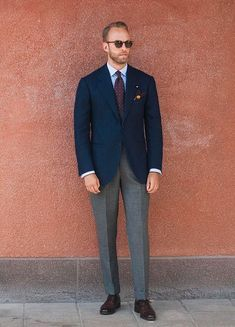 Do you want to know the secrets of some of the most stylish men? Check out these men's style tips and instantly upgrade your style. Blazer Outfits Men, Stylish Mens Outfits, Mens Fashion Blog, Mens Fashion Suits, Mode Masculine, Style Masculin, Herren Outfit, Jackett, Well Dressed Men