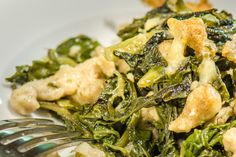 Thomyho zálivka na salát - Spicy Crumbs Seaweed Salad, Spice, Meat, Chicken, Ethnic Recipes, Food, Essen, Meals, Yemek