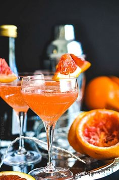 Thursdays Tip! Cointreau Blood Orange Mimosa - 3 cups of freshly squeezed blood orange - 1 bottle Champagne or dry sparkling wine - oz Cointreau Tonic Cocktails, Cocktail Drinks, Cocktail Recipes, Cointreau Cocktails, Blood Orange Juice, Beste Cocktails, Champagne Brunch, Fruit Decorations, Gastronomia