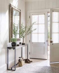 Sneak peek of a recently completed weekend getaway in Sonoma County … 💚 Home Entrance Decor, House Entrance, Entryway Decor, Entryway Ideas, Front Hall Decor, Hallway Ideas, Victoria Hagan, Home Luxury, Flur Design