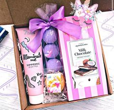 Cheap Christmas Gifts, Christmas Gift Baskets, Christmas Gift Box, Cute Birthday Gift, Birthday Gifts For Best Friend, Craft Gifts, Diy Gifts, Wine Country Gift Baskets, Boyfriend Gift Basket