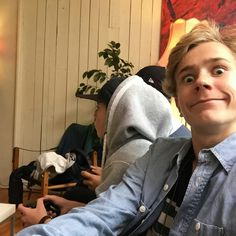 Is that tarjei? Isak Valtersen, Isak & Even, Skinny Love, Battle Cry, Young Cute Boys, Still In Love, Life Pictures, Best Series, Gay Couple