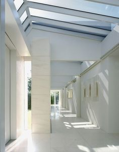 Neugebauer-house-long-corridor
