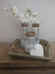 Hergebruik! Lege flesjes(appelsap) en een Olvarit potje bewerkt met kant en touw.Op een dienblaadje,mar daarbij een hart van zelfdrogende klei en je hebt een lief tafereeltje voor jezelf of als cadeau..
