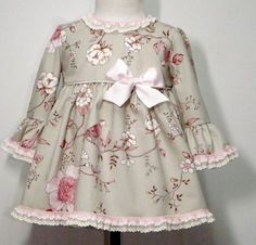 Dress for baby girl. - Do it Yourself Clothes Baby Girl Frocks, Frocks For Girls, Little Dresses, Little Girl Dresses, Girls Dresses, Baby Girl Fashion, Kids Fashion, Dress Anak, Baby Frocks Designs