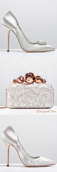 Très Haute Diva ♔ Ralph & Russo Autumn/Winter White and. Pretty Shoes, Beautiful Shoes, Shoe Boots, Shoes Heels, Shoe Bag, Bridal Shoes, Wedding Shoes, Ralph & Russo, Fashion Boots