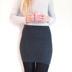 Crochet Patterns Skirt A simple skirt knitted in rib stitch with 2 rows and 1 purl. The structure makes . Knitting Designs, Knitting Patterns, Knitting Projects, Knit Skirt, Knit Dress, Crochet Clothes, Diy Clothes, Hand Knitting, Models