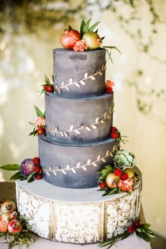 Rustic charcoal apple topped wedding cake: http://www.stylemepretty.com/2015/10/16/15-pretty-ways-to-doll-up-your-wedding-cake/ Photography: Betsi Ewing - http://betsiewing.com/