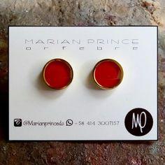 Zarcillos - Pegaditos meds 9mm - Pintados rojo cereza y resina - Baño de oro  #rojo #red #rosso #rouge #cereza #cherry #ciliegia #cerise #rojocereza #pintadoamano #resina #resin #resine #minimalista #minimalist #minimaliste #minimalistjewelry #loveit #enjoy