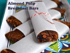 Almond Pulp Breakfast Bars - I used 4 tbsp of sunbutter and 2 tbsp of almond butter instead of peanut butter. I also added 2 tbsp cocoa powder, and used cup chocolate chips (both semisweet and dark) and cup shredded coconut as the mix-ins. Almond Pulp, Make Almond Milk, Homemade Almond Milk, Almond Butter, Peanut Butter, Almond Recipes, Dairy Free Recipes, Raw Food Recipes, Clean Recipes