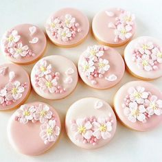 Our Circle shaped Cookie Cutter is perfect for use with fondant on cookies, cupcakes, and cakes! Available in Mini Standard and Large sizes! Fancy Cookies, Iced Cookies, Cute Cookies, Sugar Cookies, Fondant Cookies, Royal Icing Cookies, Cupcake Cookies, Blossom Cookies, Flower Cookies