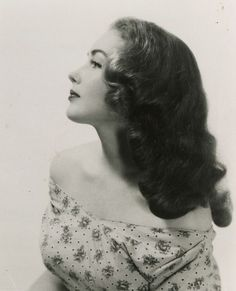 Gorgeous 1940s hairstyle