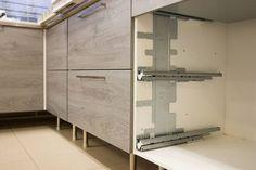 Grass XP-kiskon asennuslevy helpottaa kiskojen asennusta kaappeihin, joissa ei ole esiporattuja reikiä tai vanha reiät eivät ole oikeilla paikoilla. #säilytys #laatikko #koti #toimisto #sisustus  #design #sisustussuunnittelu #sisustussuunnittelija #arkkitehti #interior #interiordesign #helakeskus #seinäjoki #yritysmyynti #tukkumyynti