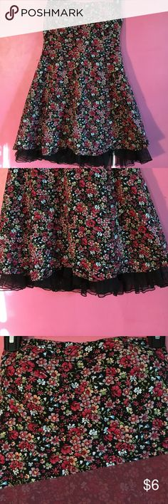 Strapless Floral Mini Dress very cute floral flare mini dress! In great condition, no damage! has zip up back, and bustier top with black tulle trim at the bottom. Size M Dresses Strapless