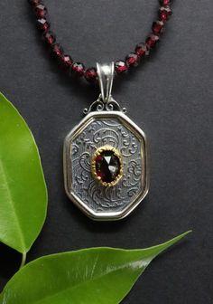 Trachtenschmuck Anhänger an Granatkette Elegant, Pendant Necklace, Jewelry, Jewels, Rhinestones, Neck Chain, Handmade, Silver, Red