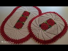 Tampa do vaso ( tapete Angelical) Passo a passo - YouTube Blanket, Crochet Carpet, Bath Rugs, Crochet Doilies, Crochet Stitches, Needlepoint, Bathroom Sets, Painted Flowers, Lilac