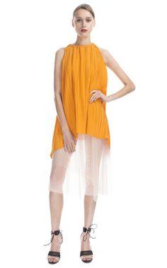 Vestido plisado con diseño color block geométrico Vionnet en Moda Operandi - via @kennymilano