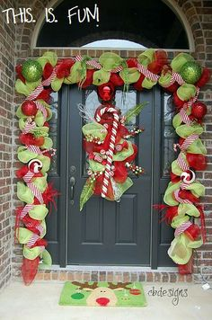 Front Porch Christmas Decorating Ideas | Mom has that exact red ribbon on her tree this year- this screams ...