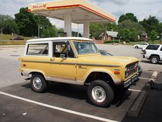never get tired of old Bronco's!