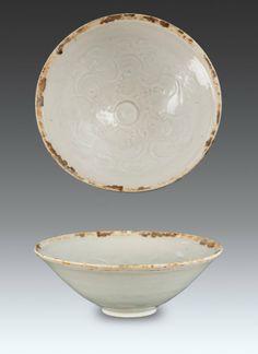 Song - Yuan - A Bowl Carved Ocean Ware Design Under Qing Glaze H:17.5 cm