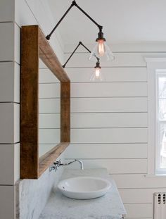 Modern Bathroom Have a nice week everyone! Today we bring you the topic: a modern bathroom. Do you know how to achieve the perfect bathroom decor? Bathroom Mirror Design, Shiplap Bathroom, Bathroom Renos, Modern Bathroom Design, Master Bathroom, Bathroom Vanities, Simple Bathroom, Bathroom Ideas, Bathroom Sconces