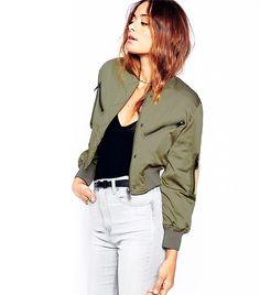 Black ripped jeans army green bomber jacket bomberjakke