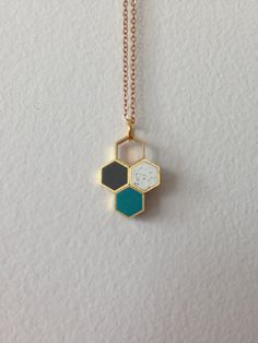 tri-colour honeycomb hexagons pendant por MoonlightForViolet
