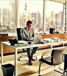 Gabriel Macht as Harvey Specter in Suits . Harvey Specter, Office Decor, Home Office, Office Style, Suits Harvey, Executive Office Furniture, Modern Office Design, Desk Setup, Office Fashion