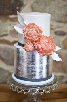 Small, but elegant.  The silver leaf gives it a modern feel.  Wasn't sure which board to pin this on, but the overall feel is elegant so it's here.  Love those peonies and taking note of the white leaves!