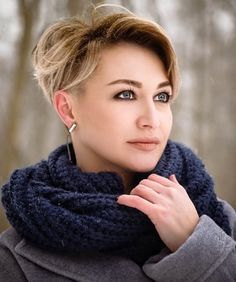 Long pixie hairstyles are a beautiful way to wear short hair. Many celebrities are now sporting this trend, as the perfect pixie look can be glamorous, elegant and sophisticated. Here we share the best hair styles and how these styles work. Long Pixie Hairstyles, Short Pixie Haircuts, Short Hairstyles For Women, Hairstyles Haircuts, Short Hair Cuts, Cool Hairstyles, Short Hair Styles, Hairstyles Pictures, Hairstyle Ideas