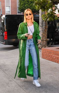 Spring Fashion Tips This Cheap Basic Is Spring& Outfit HeroI& Explain With These 5 Looks Estilo Hailey Baldwin, Hailey Baldwin Style, Celebrity Outfits, Celebrity Look, Celebrity Clothing, Celebrity Fashion Looks, Celebrity Style Casual, Celebrity Babies, Mode Dope