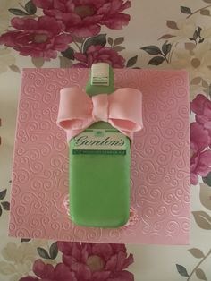 Bottle of Gin for a lady - so all girly and pretty! Cake Portion Guide, Gin And Tonic Cake, Cake Portions, London Gin, Bottle Cake, 21st Cake, Gin Bottles, Girly, Lady