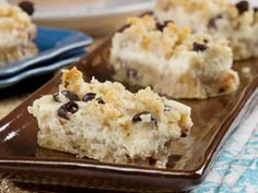We think these Creamy Cookie Bars are the perfect potluck dessert, & they& full of creamy, crunchy, and chocolatey goodness that no one can resist. Bake up these low-carb, diabetic-friendly cookie bars whenever you want to impress the whole ga Easy Potluck Desserts, Diabetic Desserts, Low Carb Desserts, No Bake Desserts, Diabetic Recipes, Low Carb Recipes, Dessert Recipes, Healthier Desserts, Light Desserts
