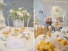 Cakepops em mesa de batizado