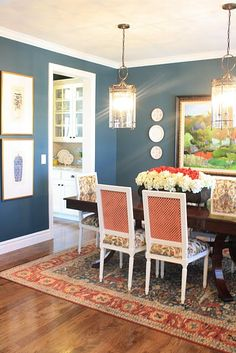 Dark blue walls (with or without white chair rail/wainscoting) would tie into blue and white accessories and make an elegant, cozy statement in the dining room and work well with your rug and artwork. Dining Room Paint, Dining Room Blue, Dining Room Colors, Dining Rooms, Dining Table, Dining Chairs, Style At Home, Living Pequeños, Home Interior